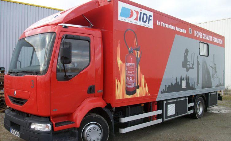 Un camion de formation incendie