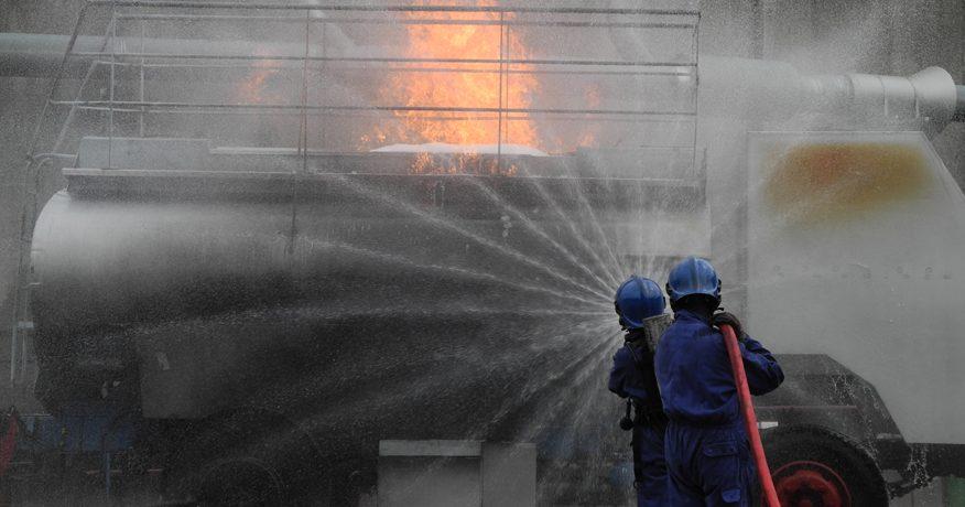 Intervention sur un incendie de camion citerne par Ifopse formation sécurité en entreprise et prévention risques incendie